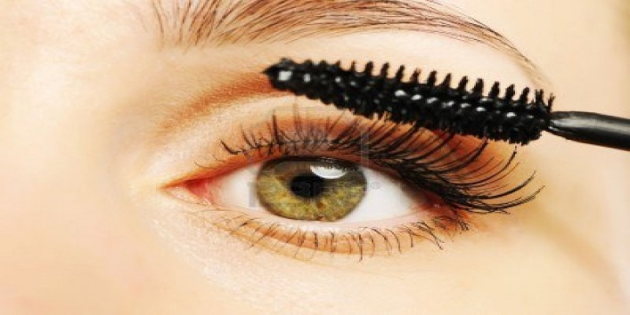 Curl up your lashes with mascara