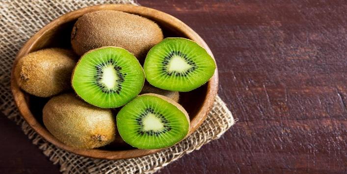 Kiwi, avocado and honey pack