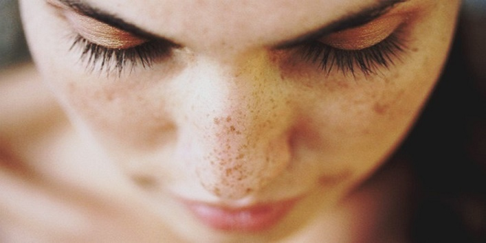 Treats pimples, wrinkles and age spots
