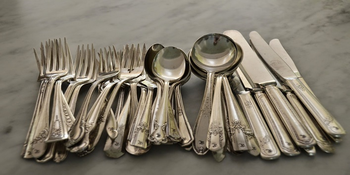 Clean your silverware