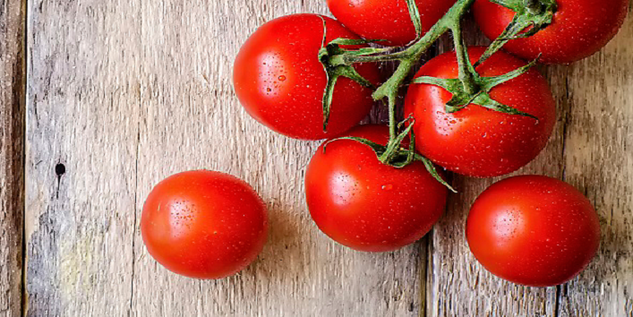 Tomato face pack for glowing skin