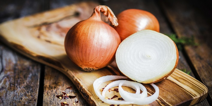Onion face pack for wrinkle-free skin
